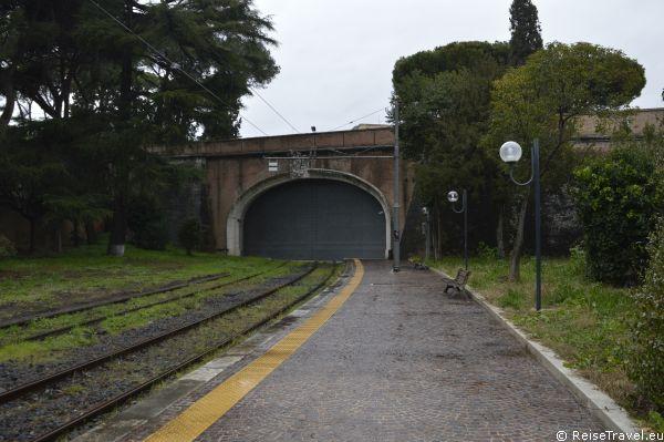 Bahnhof in der Vatikanstadt Vatikanstaat Heiliger Stuhl by ReiseTravel.eu