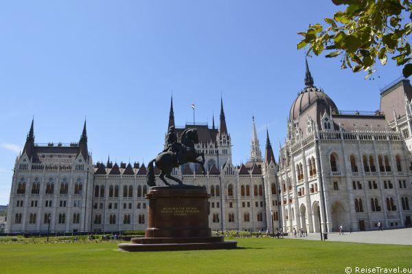 Budapest Országhás by ReiseTravel.eu